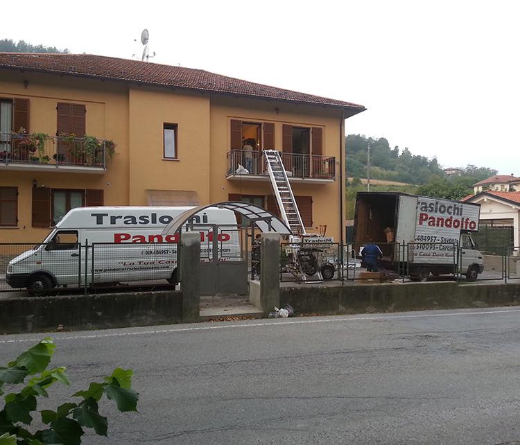 traslochi-pandolfo-camion-medio-e-furgone